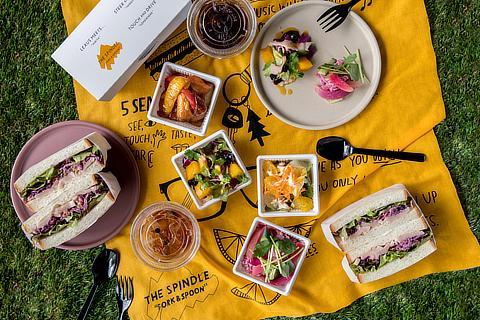サンドイッチとデリボックスのピクニックセット