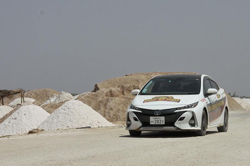 All the way from Paris, the Prius PHV finally reaches its goal Dakar