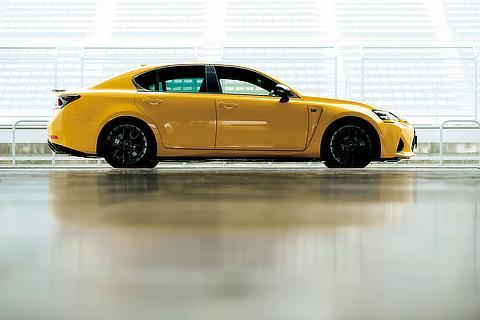 GS F(ネープルスイエローコントラストレイヤリング)<オプション装着車>