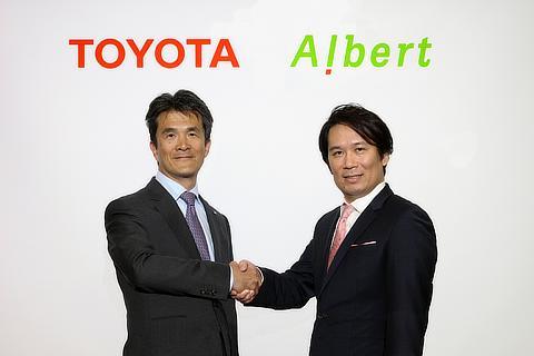 左 : トヨタ 先進技術開発カンパニー 鯉渕健常務理事、右 : ALBERT 代表取締役社長 松本壮志