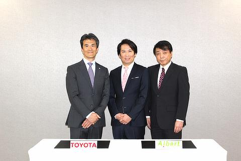 左から、トヨタ 常務理事 鯉渕健、ALBERT 代表取締役社長 松本壮志、執行役員 先進技術統括 安達章浩