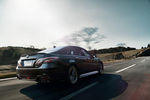 RS Four(2.5L・ハイブリッド車)(プレシャスブラックパール)
