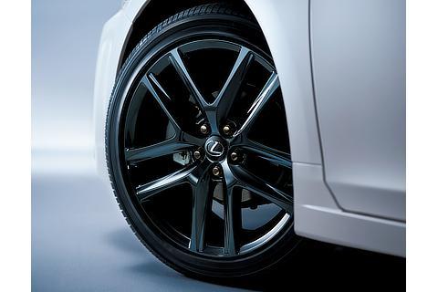 215/45R17タイヤ&アルミホイール(特別仕様車専用ブラック塗装&ブラックナット)