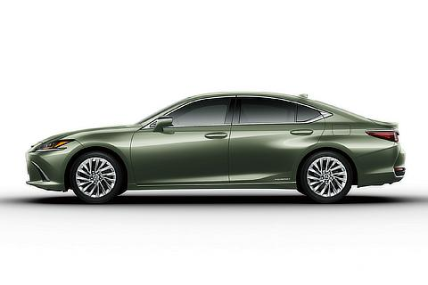 "ES 300h ""version L"" (in ""Sunlight Green Mica Metallic"")"