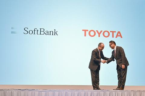 Masayoshi Son, Representative, SoftBank Group / Akio Toyoda, President, Toyota Motor Corporation