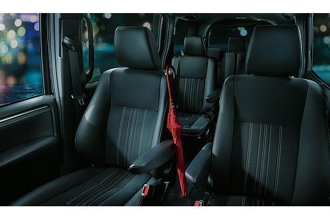 """エスクァイア 特別仕様車 Gi""""Premium Package・Black-Tailored""""(2WD)(内装色 : ブラック)"""
