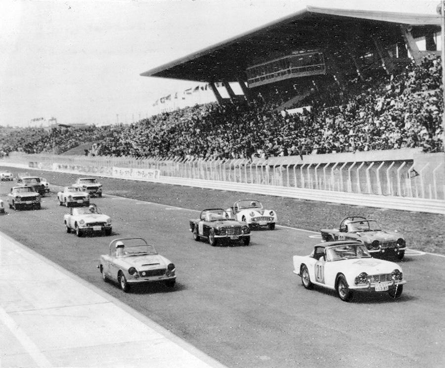 (朝日新聞社提供「1963年 第1回 日本グランプリ自動車レース」)