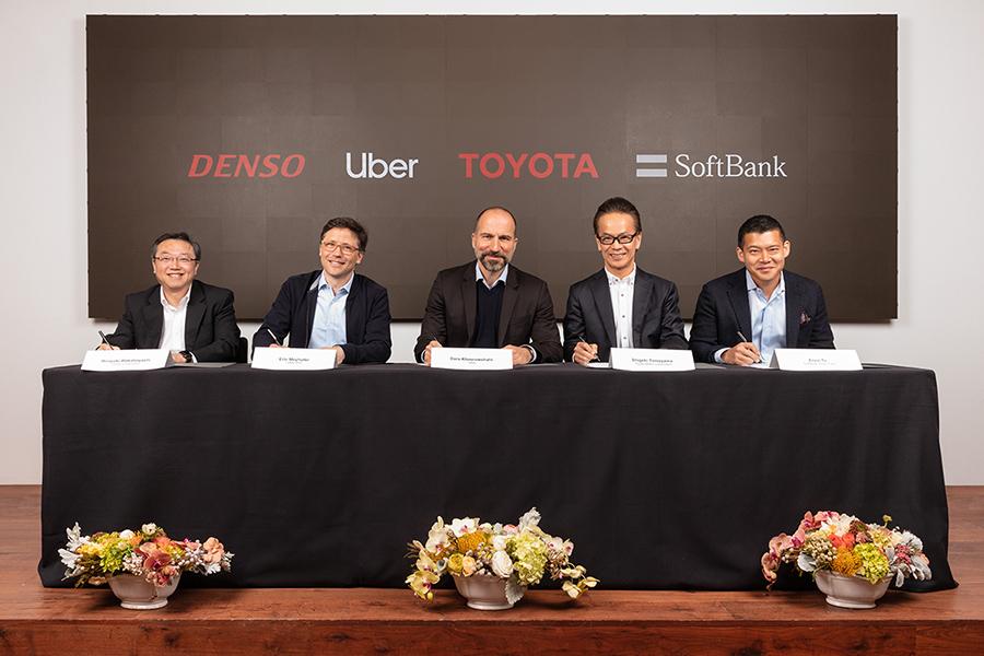 Signing Ceremony [from left to right] Hiroyuki Wakabayashi, executive vice president, DENSO Corporation; Eric Meyhofer, Head of Uber ATG; Dara Khosrowshahi, CEO of Uber Technologies, Inc.; Shigeki Tomoyama, Toyota executive vice president; Ervin Tu, Managing Partner of Softbank Vision Fund