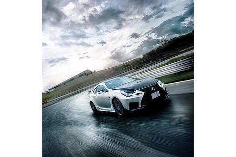 "RC F ""Performance package""(ホワイトノーヴァガラスフレーク)<オプション装着車>"