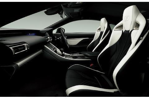 "RC F ""Carbon Exterior package""(インテリアカラー : ブラック&ホワイト)<オプション装着車>"