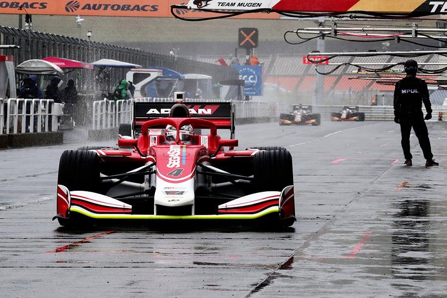 難しいコンディションの中、ポールポジションを獲得した国本 雄資(KONDO RACING 4号車)