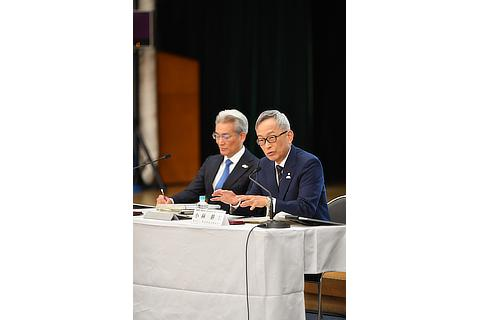 Masayoshi Shirayanagi, Operating Officer / Koji Kobayashi, Executive Vice President