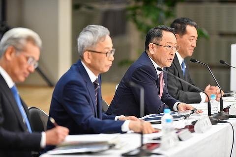 Masayoshi Shirayanagi, Operating Officer / Koji Kobayashi, Executive Vice President / Akio Toyoda, President / Shigeki Terashi, Executive Vice President