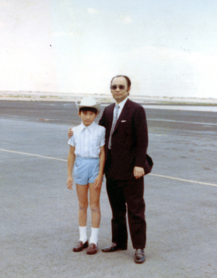 (DOUBLE JOY RECORDS提供 1971年「父とラスベガスの空港で(11歳)」)