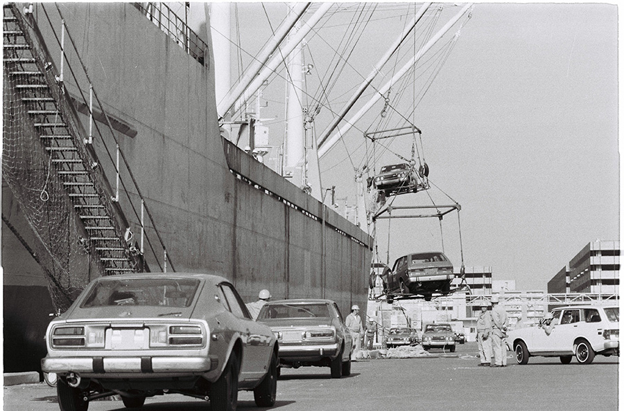 (朝日新聞社提供 1974年 横浜港)
