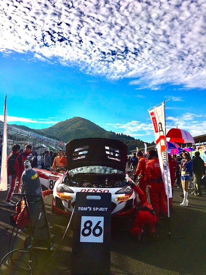 (スーパー耐久への参戦もドライバー育成。岡山国際サーキットにて)