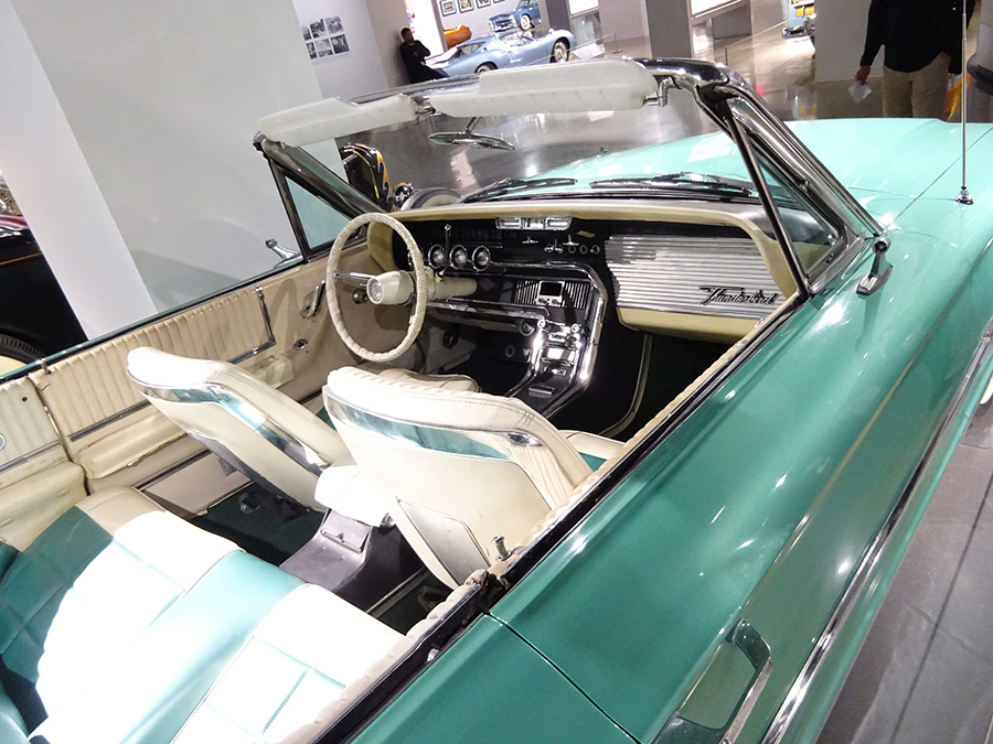 (1966 FORD THUNDERBIRD)
