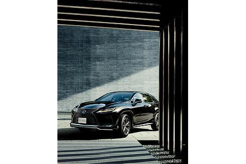 "RX450h""version L""(グラファイトブラックガラスフレーク)<オプション装着車>"
