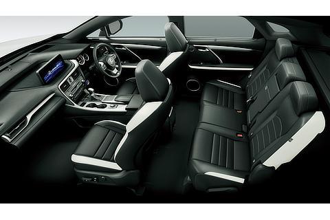 """RX450h""""F SPORT""""(インテリアカラー : """"F SPORT""""専用ブラック&アクセントホワイト)<オプション装着車>"""