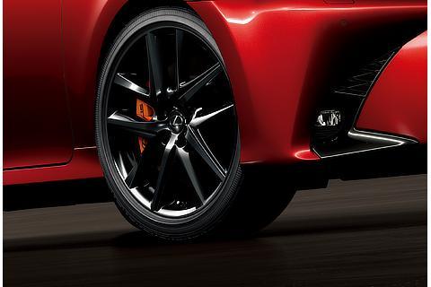 フロント235/40R19+リヤ265/35R19タイヤ&アルミホイール(特別仕様車専用ブラック塗装+ブラックナット)/フロントバンパーサイドベゼル(特別仕様車専用グロスブラック)