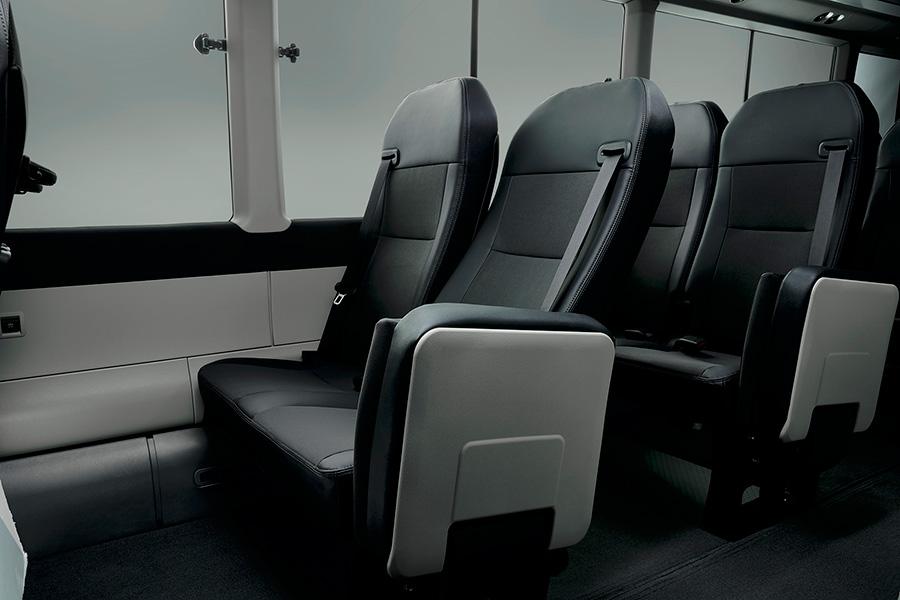 PREMIUM CABIN(ロングボディ・21人乗り・6AT車)