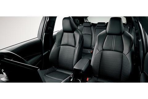 """特別仕様車 HYBRID G""""Style Package""""スポーティシート[合成皮革+レザテック]<オプション装着車>"""
