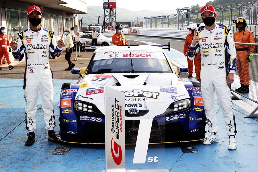 GT500クラス優勝を喜ぶKeePer TOM'S GR Supra 37号車(平川 亮/ニック・キャシディ)