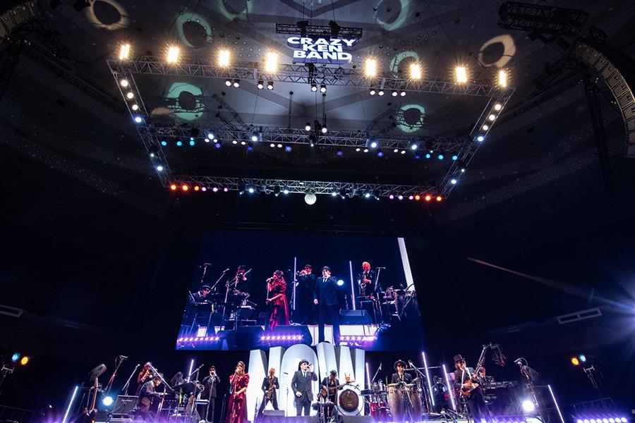 日本武道館の公演(写真 : 小河俊哉/岡田友貴)