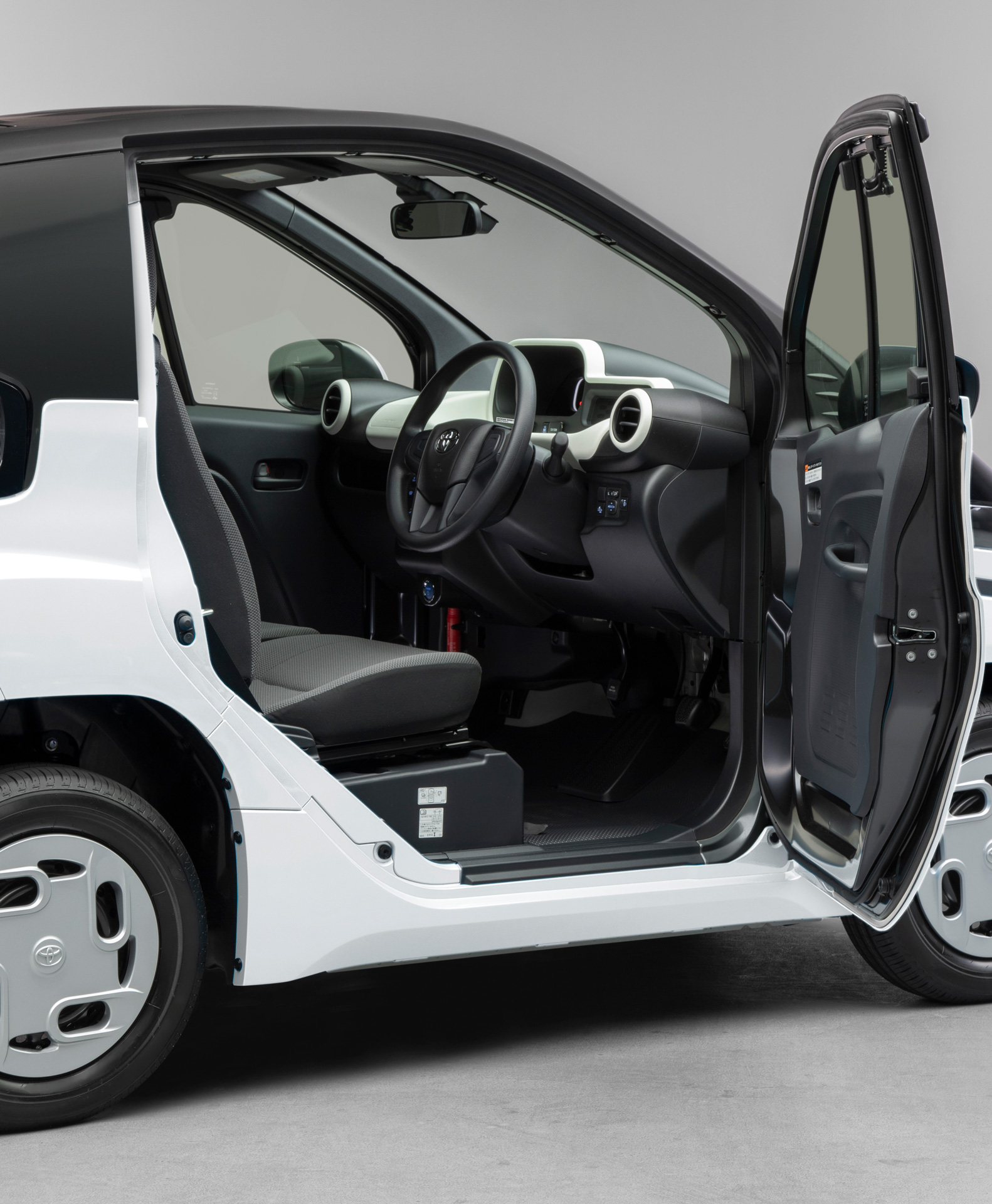 """Toyota Launches """"C+pod"""" Ultra-Compact Battery Electric Vehicle in JapanAn environmentally-friendly two-seater BEV that expands the freedom of movement - Image 2"""