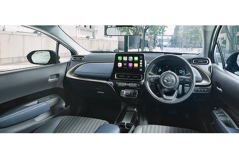 Z(2WD)(内装色 : コジー[ブラック×ダークネイビー])<オプション装着車> スライド式スマホトレイ使用イメージ