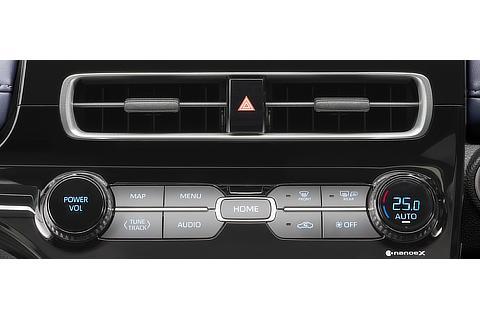 オートエアコン&ヒーターコントロールパネル ※写真はZ(2WD)