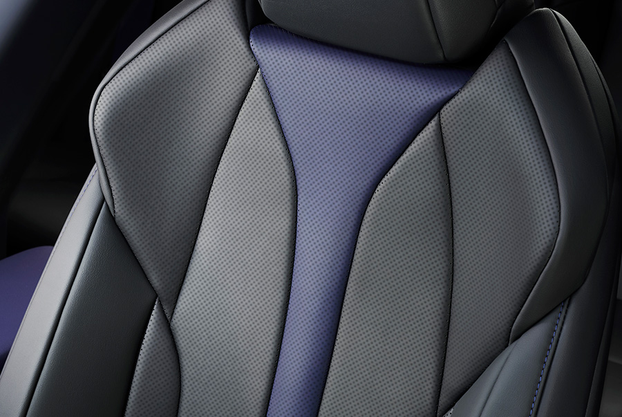 特別仕様車専用L texスポーツシート(運転席・助手席ベンチレーション機能&ヒーター付)