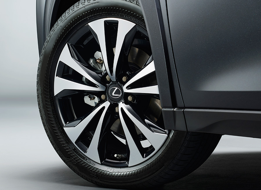 225/50RF18 95Vランフラットタイヤ&18×7Jアルミホイール(特別仕様車専用切削光輝+ブラック塗装+ブラックナット)
