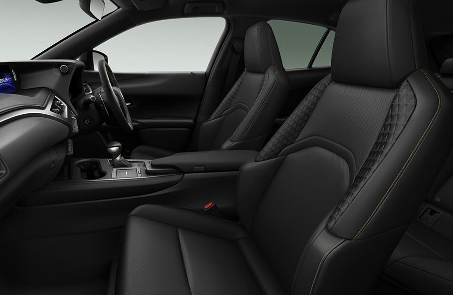 シート・インストルメントパネル・ステアリング・シフトブーツ : ブラック・特別仕様車専用ブロンズステッチ
