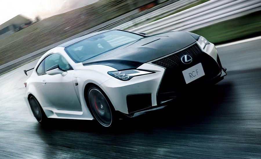 "RC F""Performance package""(ホワイトノーヴァガラスフレーク)<オプション装着車>"