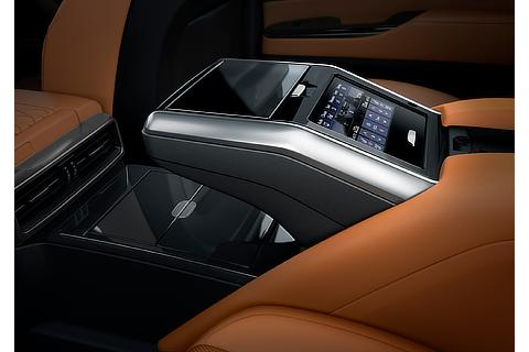 "Lexus LX ""EXECUTIVE"" Rear Console (Box Close, Prototype)"