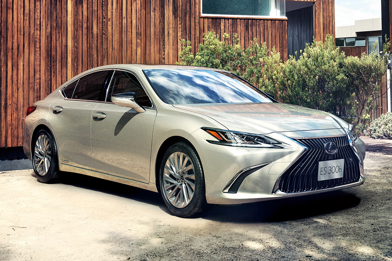 The All-New Lexus ES Goes on Sale in Japan
