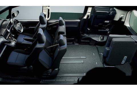 8人乗りセカンドシート (セカンドシートチップアップ状態)
